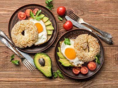 aceite ideal recetas bagel con huevo y aguacate